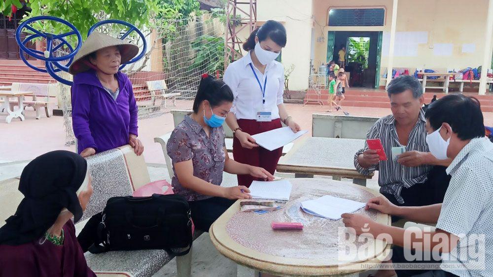 Việt Yên: Địa phương đầu tiên có quyết định chi trả cho người lao động không có giao kết hợp đồng bị mất việc do Covid-19
